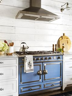 How amazing is this blue stove?!