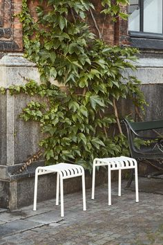 Palissade Collection by Ronan & Erwan Bouroullec Outdoor Furniture Design, Garden Furniture, Outdoor Chairs, Dining Chairs, Outdoor Decor, Green And Grey, Ikea, Victorian, Restaurant