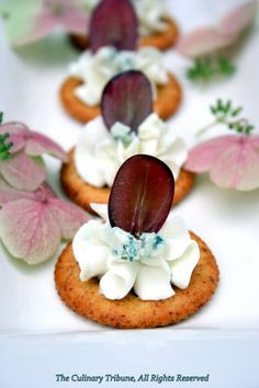 Easy Elegant Snack: Blue Cheese and Grape on Crackers