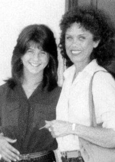 Jennifer Aniston with her mom, Nancy