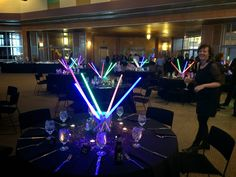 Easy-to-assemble (no flowers!) Star Wars party table decor. #star_wars #barmitzvah #tabledecor
