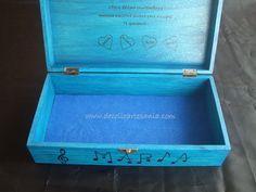 Caja para pinturas o tesoros. Clarinete pirograbado, pintada a mano, con dedicatoria en el interior y personalizada.
