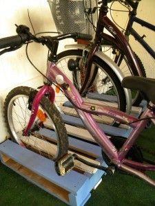 garage vélo palette : idée tout simple et brillante ! - bike holder from a palet : simple and brillant!