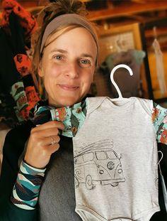 L'entreprise PEAKBWA crée des vêtements évolutifs et des accessoires durables pour toutes les familles qui aiment bouger. Les vêtements sont faits au Québec avec des textiles recyclés ou naturels tels que le bambou et le coton biologique. L'entreprise se spécialise aussi dans le dessin de motifs.  Öko Créations fier distributeur des produits PEAKBWA au Canada. Coton Biologique, Motifs, Creations, Textiles, Canada, Families, Bamboo, Business, Products