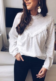 White Blouse Outfit, White Ruffle Blouse, Blouse Dress, Spring Fashion Outfits, Cute Fall Outfits, Frock Fashion, Beautiful Blouses, Casual, Hamsters