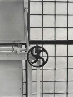 This is how you acquire ventilation in the Maison de Verre.