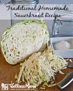 Fermented foods and drinks contain probiotics that boost gut bacteria. Probiotic rich recipes for sauerkraut, water kefir, kvass, kombucha and ginger ale. Homemade Sauerkraut, Sauerkraut Recipes, Fermented Sauerkraut, Real Food Recipes, Cooking Recipes, Healthy Recipes, Eat Healthy, Healthy Meals, Banting Recipes