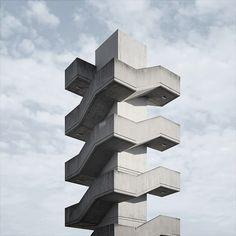 sizenote:  かっこよすぎる。なんだろ。エレベータの試験塔とか? ∆ (© Roc Canals)