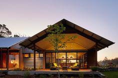 Modern Australian Farm House with Passive Solar Design with One Story Passive Solar House Plans Modern Small House Design, Country House Design, Modern Roof Design, Modern Country Houses, Modern Rustic, Loft Design, Cottage Design, Modern Houses, Design Design