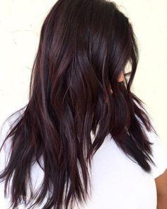 En capas y con un tono chocolate rojizo. | 16 Looks de cabello que serán tendencia en 2017 y puedes tener ya