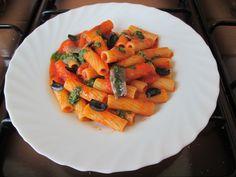 Pasta . Tortiglioni  jus  de  poivron  rouge  ,  basilique   et anchois ,   olive noir  Gino  D'Aquino