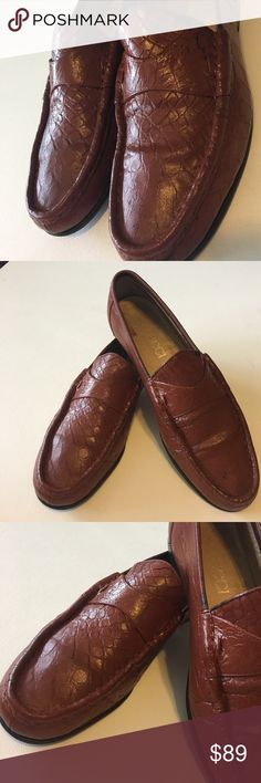 """Authentic Gucci Men's Loafers EU 40.5/US 8 Stylish men's loafers. Overall in good condition, lots of life left in these shoes. Please look at all pics, examine the pictures. Size is 40.5 EU inside shoe, bottom says 9/10 jumbo. International conversion chart is US size 8. Measures 10.75"""" long. I did a lot of research on authenticity. Retail $500+ Gucci Shoes Loafers & Slip-Ons"""