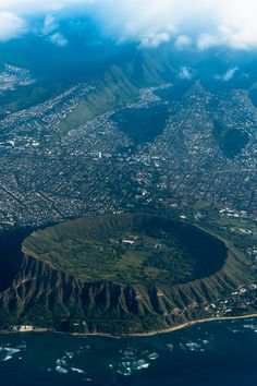 Honolulu's Crater / by Florens Seine