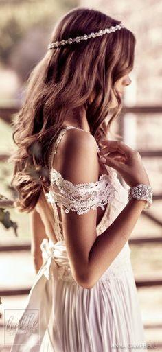 To mark the anniversary of her brand, Anna Campbell has launched Eternal Heart, a stunning vintage-inspired wedding dress collection. Vintage Inspired Wedding Dresses, Custom Wedding Dress, Gorgeous Wedding Dress, Dream Wedding Dresses, Wedding Gowns, Mod Wedding, Trendy Wedding, Rustic Wedding, Lace Wedding