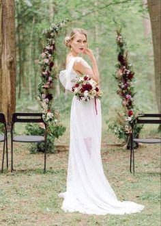 Tiedossa pienet häät? Miten saada pienistä juhlista näyttävät ja erityiset? Järjestimme kesällä stailatun kuvauksen aiheella Pienet metsähäät. Mukana oli hääalan yrittäjiä suomesta. Lue mun blogista vinkkejä pienten juhlien järjestämiseen! #häät #hääkuvat #tampere #metsähäät Small Intimate Wedding, Jenni, Wedding Dresses, Photography, Beautiful, Instagram, Fashion, Bride Dresses, Moda