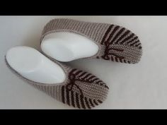 Very Stylish Dowry Booties Making / Easiest Ballet Making / Audio Description / Striped Harajho Booties Making Knitting Blogs, Baby Knitting Patterns, Knitting Socks, Knitting Designs, Free Knitting, Crochet Patterns, Easy Crochet Slippers, Bed Socks, Knitted Heart