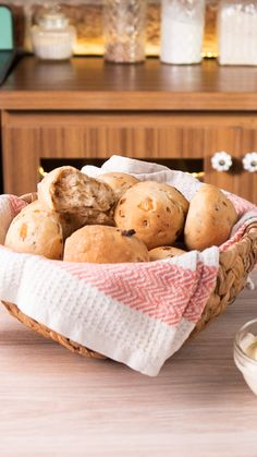 Excellent Holiday cooking information are offered on our web pages. Check it out and you will not be sorry you did. Banana Bread Recipes, Apple Recipes, Tasty Videos, Pan Dulce, Pan Bread, Love Food, Donuts, Cooking Recipes, Cooking Tips
