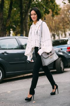 The best street style looks from the Paris fashion set Street Style 2016, Autumn Street Style, Street Style Looks, Looks Style, Street Style Women, Autumn Fashion Casual, Autumn Winter Fashion, Couture Fashion, Paris Fashion