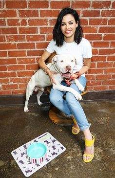 Jenna Dewan Tatum is so adorable with her dog and killer yellow heels