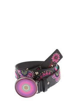 7a13fa01d1d9 Desigual women s Floreado Tachas belt. Have you seen the buckle Mode Femme,  Mode De