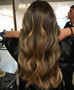 Projeto Along Hair Brown Hair Balayage, Blonde Hair With Highlights, Brown Blonde Hair, Brunette Hair, Caramel Highlights, Caramel Balayage, Winter Hairstyles, Pretty Hairstyles, Haircuts For Long Hair