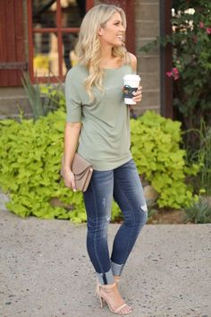Off The Shoulder Solid Moss Green Knit Top with Asymmetrical Neckline Casual Outfits Mujer, Jean Outfits, Fall Outfits, Summer Outfits, Casual Outfits, Cute Outfits, Spring Outfits Women, Outfit Jeans, New Fashion