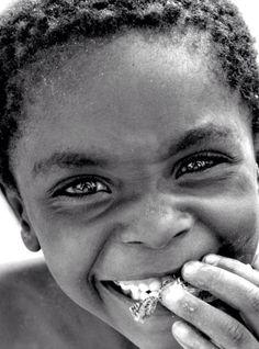 Sorriso Africano  ... Qualcosa che scalda l'anima ... #africa #zanzibar #foto #love #photo #blackandwhite