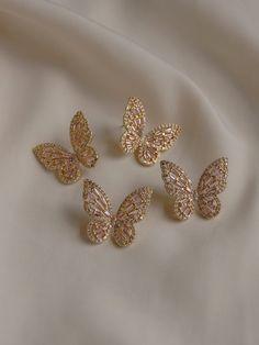 Dainty Jewelry, Cute Jewelry, Gold Jewelry, Jewelry Accessories, Jewlery, Accesorios Casual, Butterfly Earrings, Ear Piercings, Girly Things