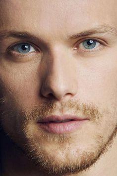 Les yeux bleu de c'hommes là !!! wow