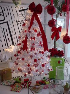 Beautiful White and Pink Christmas Tree - christmasseazon ...