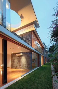 Lineal House
