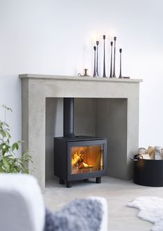Just found this stove LOVE, LOVE, LOVE it!!! ... but it's beyond budget at the mo. http://www.contura.eu/upload/contura/global/download/inserts/contura_i5L_panorama.jpg