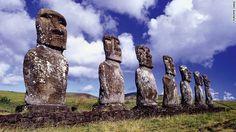 Từ Santiago, Chile, du khách có thể đáp chuyến bay kéo dài 5,5 tiếng để tới đảo Phục sinh hay còn gọi là Rapa Nui.