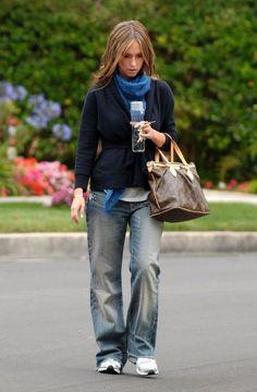 Who made Jennifer Love Hewitt's gold bracelet and brown purse?