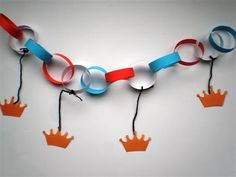 The TG can make the garland, the Silhouette can cut the crowns. Diy For Kids, Crafts For Kids, Arts And Crafts, Diy Crafts, Royal Craft, Kings Day, Little Presents, Holland, Birthday Party Themes