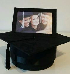 GRADUATION-HAT-KEEPSAKE-BOX-AND-ATTACHED-PHOTO-FRAME-IDEAL-GIFT