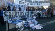 """#MALESTARSOCIAL: TRABAJADORES DE COOPERATIVA REALIZARON PIQUETE Y CORTE EN EL OBELISCO Cortes a la altura del Obelisco por una protesta de empresas recuperadas Trabajadores de Zanon MadyGraf y Worldcolor organizaron un """"cuadernazo"""" en el microcentro porteño Una protesta de trabajadores de empresas recuperadas reclamaban esta mañana en las inmediaciones del Obelisco por lo que el tránsito en la zona del microcentro porteño sufría importantes demoras. El reclamo era protagonizado por…"""