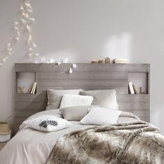 Chambre blanc et taupe gris, tête de lit en bois