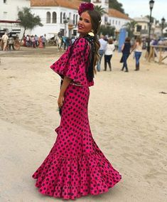 @nosinmiflor @carmenfaildefitz Traje de flamenca rosa con lunares negros Folk Dance, Folk Costume, Spanish Style, Beautiful Patterns, Party Fashion, Flamenco Dresses, Cool Style, Polka Dots, Couture