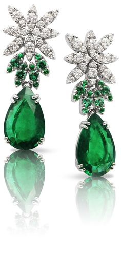 FineJewelry collection in 18K white gold set with 2 PearCut - Emeralds (8.92 cts), 24 emeralds (0.64 cts) and 48 RoundCut - Diamonds (1.42 cts)