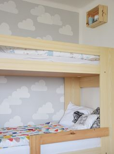 Váháte, jak vymalovat dětský pokoj? Na mém blogu o bydlení najdete inspiraci pro malování dětských motivů na zeď nebo chcete-li: výmalbu dětského pokoje.