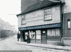The Old Curiosity Shop c1875 -inspiration for #Dickens's home of Little Nell. http://www.francisfrith.com/london/london-the-old-curiosity-shop-c1875_l130121p… #Londonhour