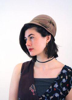 "1930s Hattie Carnegie Cloche Hat, Brown Wool Cloche, ""Hattie Carnegie Original"" 30s Tan Hat, Vintage Cloche size S Small 21"