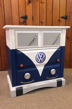 Nice Volkswagen Small dresser painted to look like a blue Volkswagen bus. … Nice Volkswagen Small dresser painted to look like a blue Volkswagen bus. Annie Sloan Napoleonic… Old becomes new Check more at carsboard. Vintage Industrial Furniture, Funky Furniture, Repurposed Furniture, Furniture Projects, Kids Furniture, Furniture Makeover, Furniture Design, Luxury Furniture, Plywood Furniture