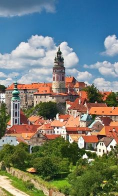 Cesky Krumlov, Czech Republic----- this is the town i was telling you about!!!!!