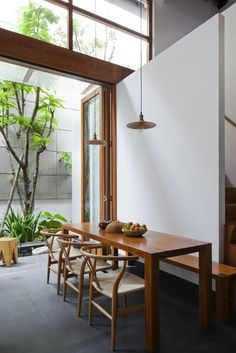 Simple dining with stacking doors to the patio