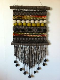 Telar Etnico Telar 40x80cms. Materiales 100% naturales, pieza única. #Chucao Telar. #Chile $25.000. Envíos a todo Chile. Weaving Wall Hanging, Boho Wall Hanging, Weaving Art, Tapestry Weaving, Loom Weaving, Macrame Art, Weaving Projects, Yarn Crafts, Fabric