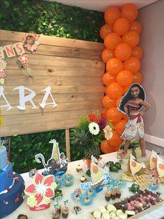 Festa Moana Moana Themed Party, Moana Birthday Party, Hawaiian Birthday, Luau Birthday, Flamingo Birthday, 6th Birthday Parties, Luau Party, Birthday Ideas, Moana Party Invitations