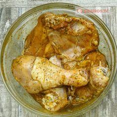 """Cea mai delicioasă cină """"leneșă"""" din toate ce le-am încercat până acum – pui cu cartofi la cuptor, în pungă! - savuros.info Chicken Wings, Curry, Pizza, Meat, Food, Curries, Essen, Meals, Yemek"""