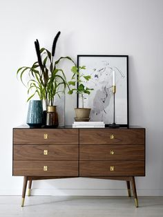 Add These Retro Touches To Get The Perfect Retro Interior Design! Home Furniture, Modern Furniture, Furniture Design, Retro Interior Design, Deco Retro, Retro Home Decor, Vintage Decor, Vintage Style, My New Room